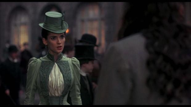 кадр из фильма дракула с вайноной райдер