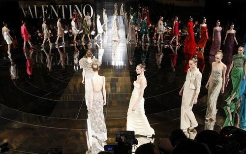 """Показ коллекции """"от кутюр"""" весна-лето 2009 модного дома Valentinо во время Парижской недели моды"""