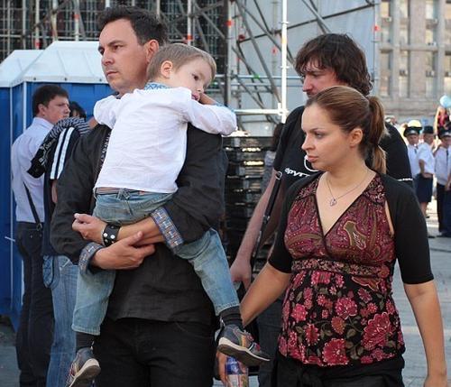 Валерий Харчишин с супругой Юлией и сыном Евгением