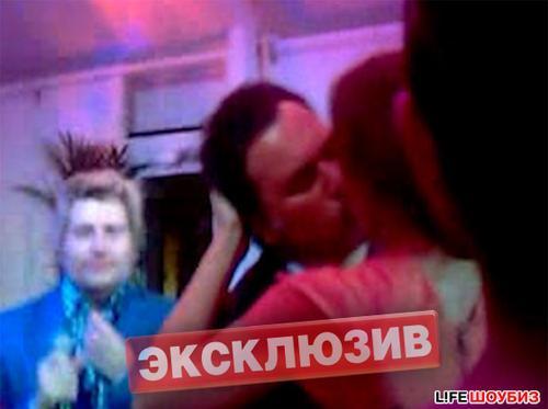Поцелуй Валерия Меладзе и Альбины Джанабаевой