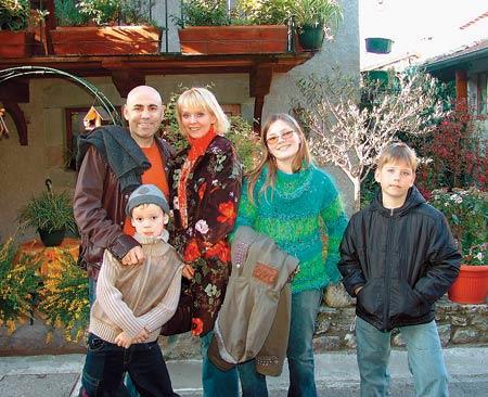 Валерия с мужем и детьми