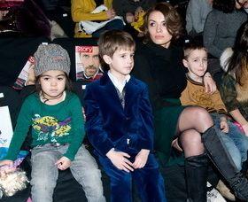 Пока Арфуша нет рядом Надя присматривает за детьми