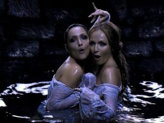 "Такими девушки из ""ВИА Гры"" предстали в клипе Алана Бадоева на песню ""Поцелуи"""