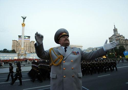 Парад в Киеве 9 мая по случаю 65-ой годовщины Победы в Великой Отечественной войне