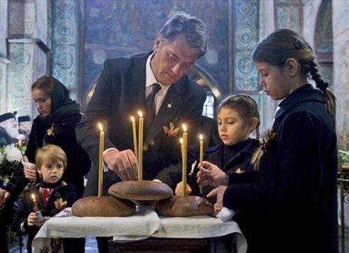 Виктор Ющенко с дочерьми Кристиной и Софийкой
