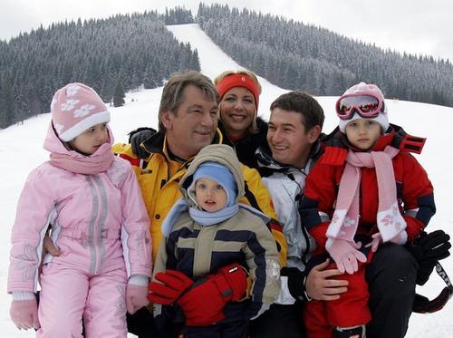 Виктор Ющенко с семьей