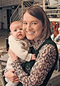 Счастливая мама Виктория Толстоганова с сыном Федором
