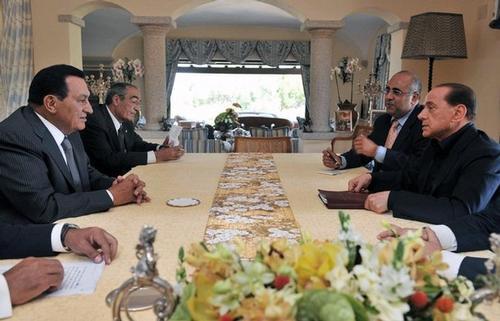 Сильвио Берлускони принимает президента Египта на вилле Чертоза
