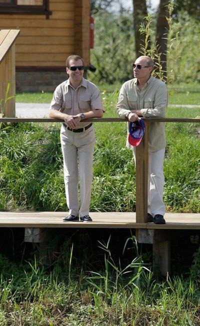 Дмитрий Медведев и Владимир Путин на рыбалке на Волге