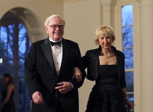 Уоррен Баффет с супругой Астрид Менкс