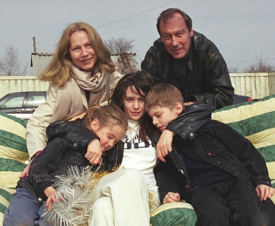 Янковские, три поколения: Олег и Людмила, Оксана, Иван и Лиза
