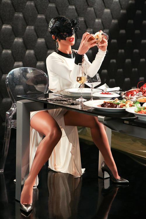 Юлия Кавтарадзе в клипе на песню «Искусаю»