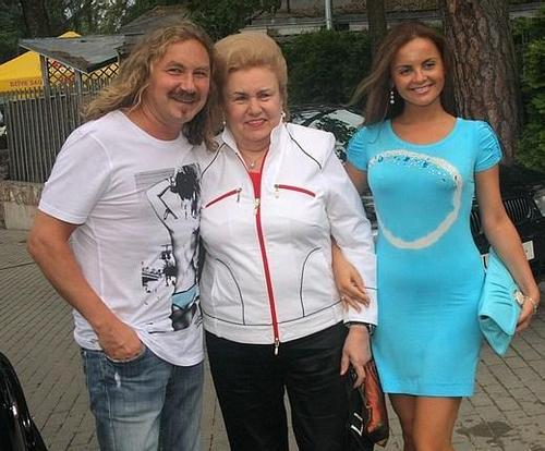 Юрий Николаев с мамой и Юлией