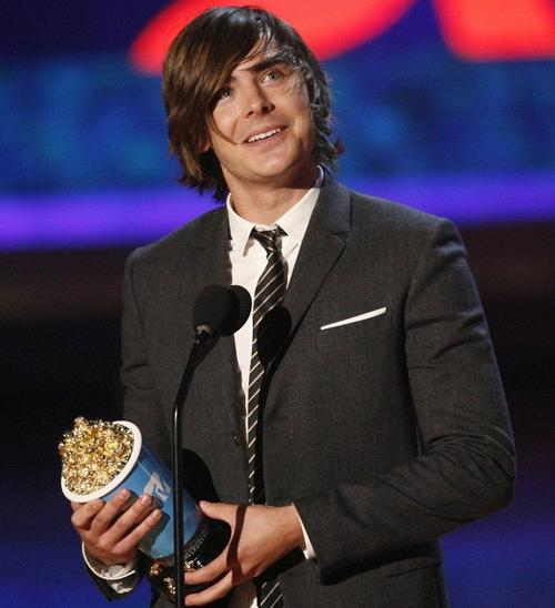 """Зак Эфрон с """"Золотым попкорном"""" от MTV Movie Awards 2009"""