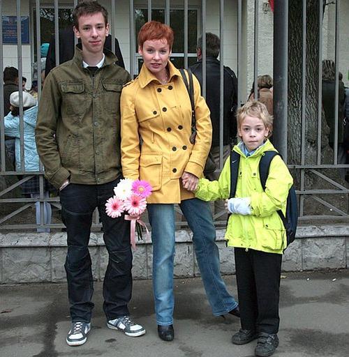 Жанна Эппле с детьми