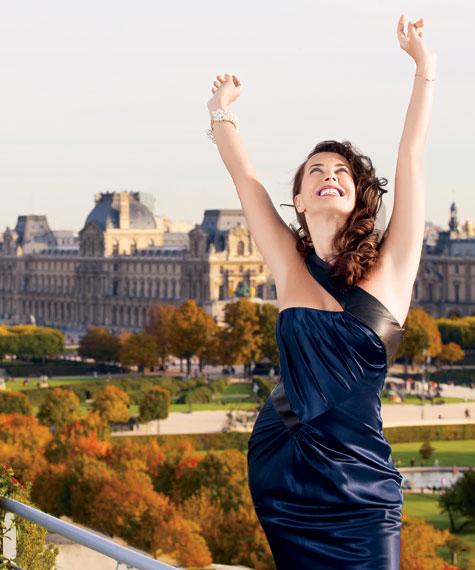 Жанна Фриске на фоне Лувра