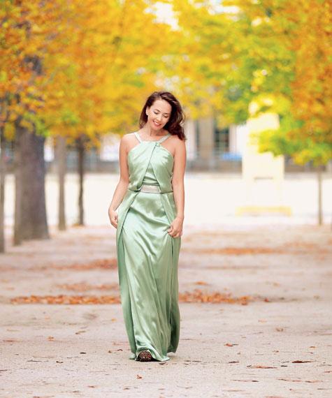Жанна на прогулке в саду Тюильри