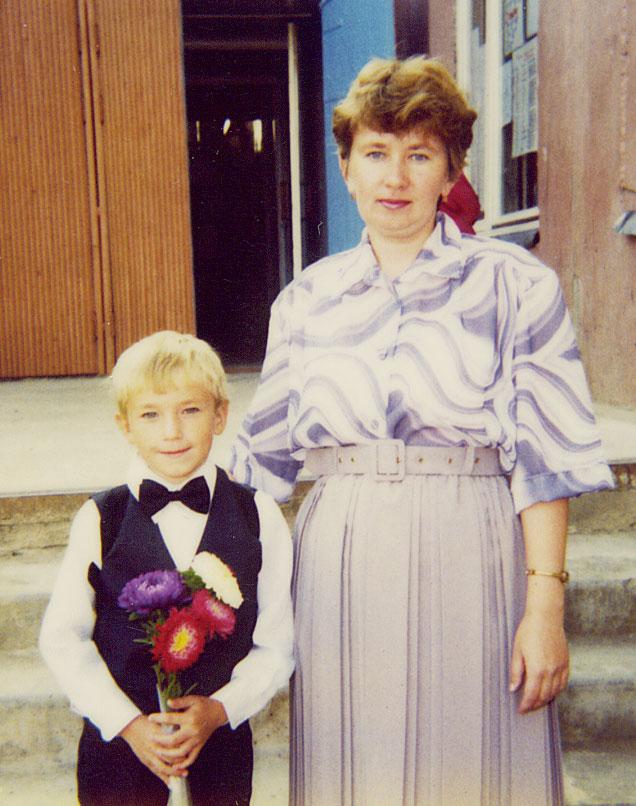 Маленький Александр Петров с мамой