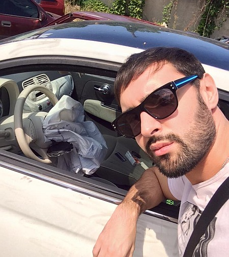 Виталий Козловский возле машины