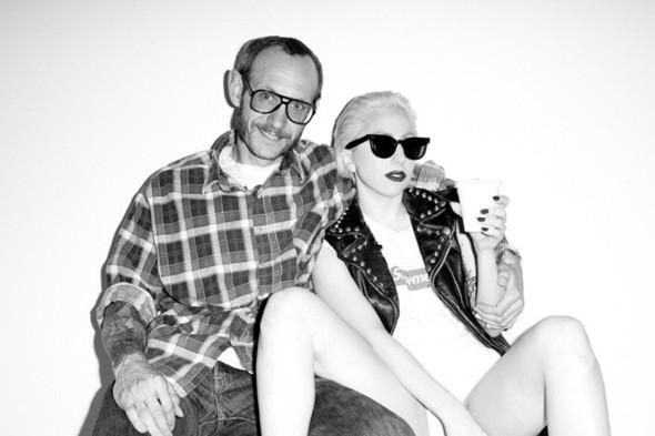 Леди Гага снимет биографический фильм