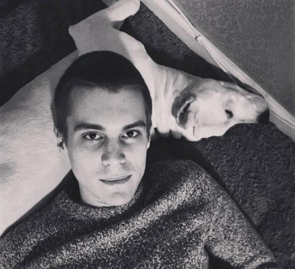 Иван с семейным любимцем — Кефиром
