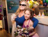 Лариса Долина с крёсной дочерью Верой