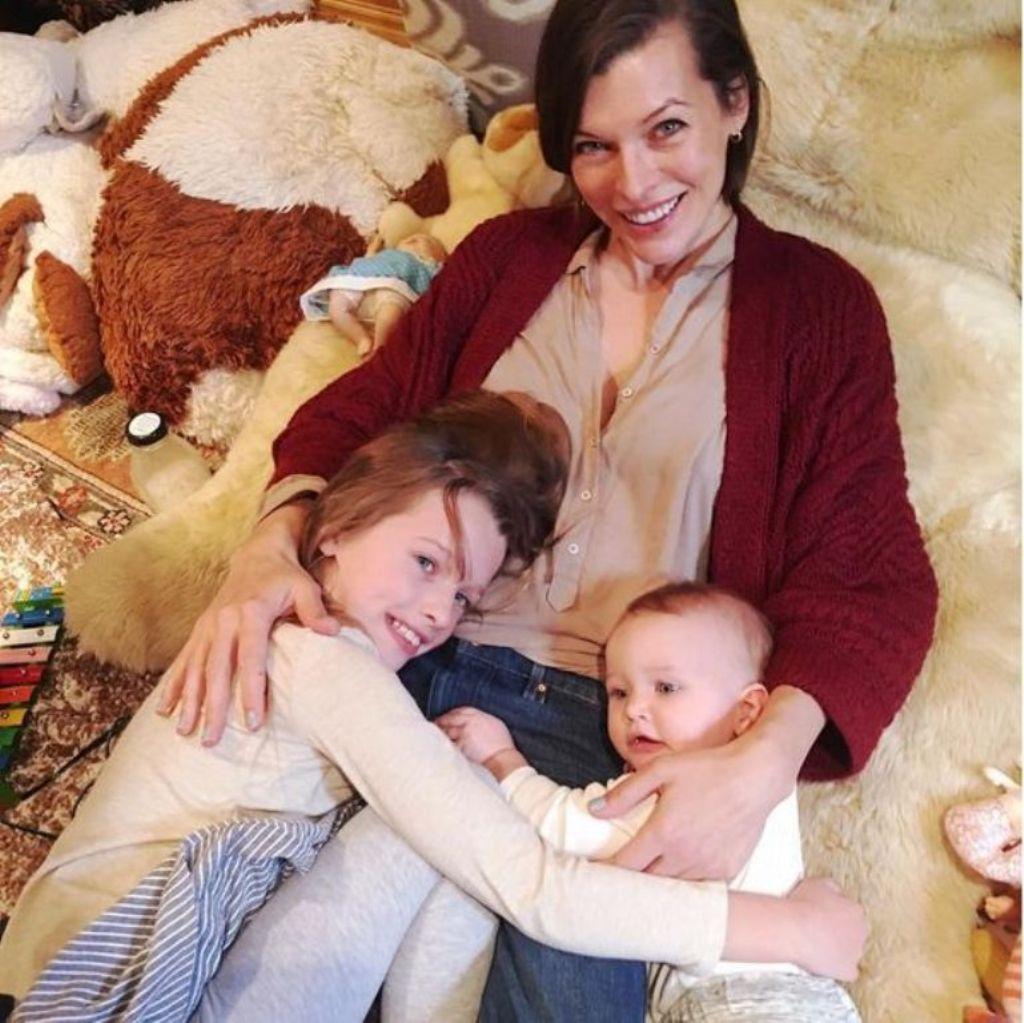 Мила Йовович с детьми