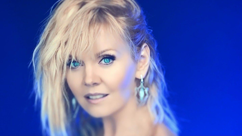 Певица Валерия приобщает маму к светской жизни