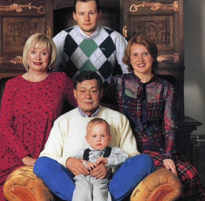 Николай Караченцов с семьей