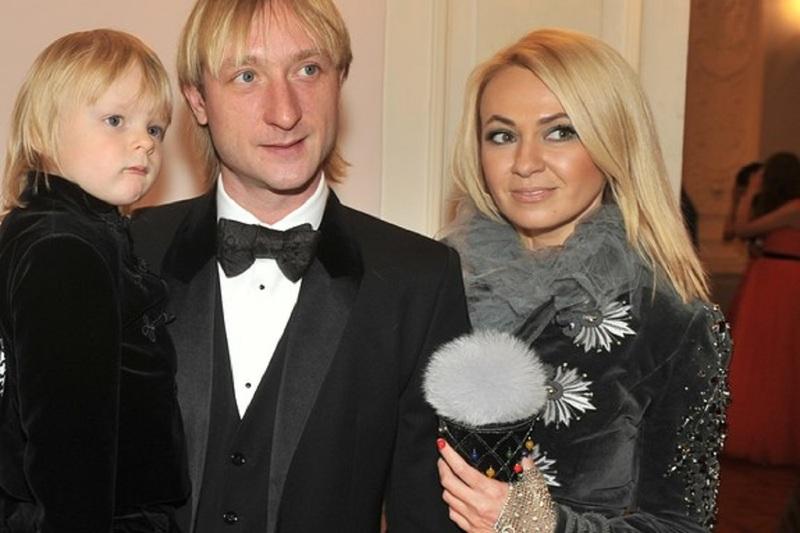 Евгений Плющенко с женой и сыном